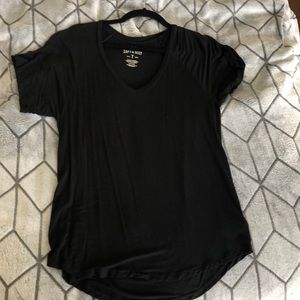 LAST CHANCE! CONSIGNING 6/28 AEO black vneck